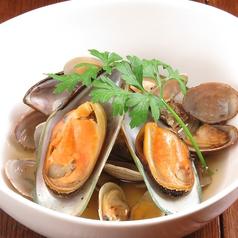料理メニュー写真パーナ貝とアサリの白ワイン蒸し