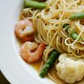 料理メニュー写真海老・アスパラ・カリフラワーの和風ソース