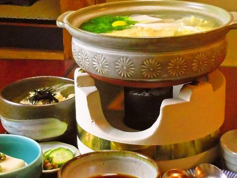 心のこもったおもてなしで大満足。45年間続く、本格的湯豆腐を味わえるお店。