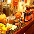 宮古のお酒や小物がズラリ!賑やかな店内をお楽しみください♪