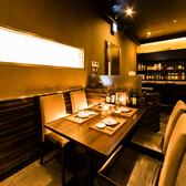 【2名~4名様少人数向け】開放的なダイニングフロアのテーブル席は気軽な飲み会や女子会に最適です。