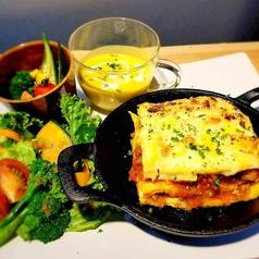 英国アンティーク家具&ペルシャ絨毯 Cafe Windsor Lumos Fukuokaの特集写真