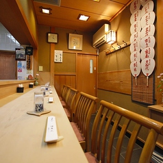 店主お勧めのカウンター席。できたてのお料理を一番にお召し上がりいただける特等席!