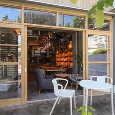 天気のいい日はテラス席☆ドッグカフェのように、散歩の途中に寄り道してください♪