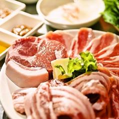 豚三段バラ肉専門店 とん八の写真