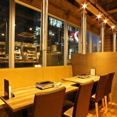 アキバの夜景を楽しめるテーブル席