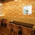 レンガ調×ワイン木箱の壁がオシャレ☆