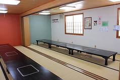 2Fお座敷席です。会社宴会やサークル飲みなどの大人数のご利用に最適です!40名様までの大部屋と14名様までの小部屋がございます。