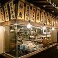 活気のある店内!ガラス張りの厨房は料理人が腕を振るう姿を間近でお楽しみ頂けます。その他、大小様々なお席をご用意しております。シーンに合ったコース料理も各種ご用意しておりますのでご宴会なら九州魂鳥取弥生町店にお越しください!ご予約、ご相談はお気軽に店舗まで♪