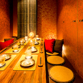 女子会や合コン等に最適の8名様テーブル席。程よい広さで快適にお過ごしいただけるお席となっております。特別な日のご利用に絶品料理やお酒にて精一杯おもてなしさせていただきます!