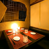 都会の喧騒を忘れさせてくれるような落ち着きのあるデザインで隠れ家空間を演出しております♪美味しいお酒に会話もはずみます!ゆったりとした時間をお過ごしください♪