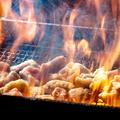 料理メニュー写真当店自慢のあかね土鶏のもも焼き