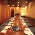 ご宴会に最適な個室です(壁・扉あり)。ゆったりとおくつろぎ頂けるお席です。会食、接待、ランチミーティング、お食事会、御面談、慶事、法事、お打ち合わせお食事、お会社の御宴会などにも御利用頂けるお席です。その他、10名様~12名様までご利用頂ける個室もご用意致しております。個室料500円※コース対象外