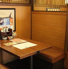 テーブル席は靴を脱がなくてもOK。お気軽にご利用下さい。※写真は系列店です