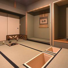 昭和を感じる古民家カフェを貸し切りで。奥の座敷(茶室)はお庭もあって雰囲気抜群♪五感を使って日本の文化が体験できるのは【森の茶室】ならではの楽しみです。非日常と日常が切り替わる、そんな特別な空間で過ごすひとときが感性を刺激します。茶人がによる茶花教室も不定期開催しており要予約となっております。