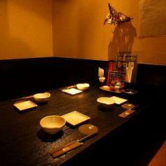 女子会などにもご利用いただけます。月あかりの逸品をお楽しみ頂ける飲み放題付きコースは3000円台~各種ご用意あり。もちろん生ビールもOK◎充実の宴を個室でご堪能頂けます※写真は系列店です