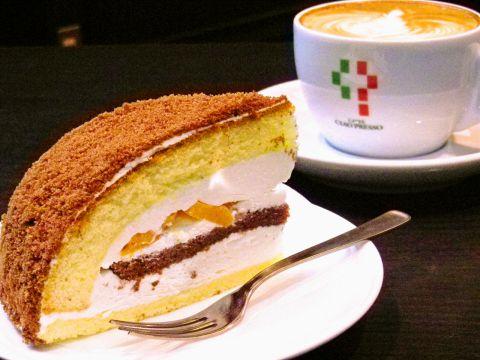 駅徒歩0分!本格コーヒーとともに焼きたてパンやスイーツが食べられる便利なカフェ。