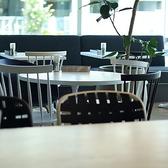 落ち着いたテイストのテーブル席はゆったりコーヒーブレイクにも◎「クッチーナカフェ オリーヴァ」は、普段使いから特別な一日まで、あらゆるシーンでご利用可能★【女子会/デート/ランチ/ウエディング/カフェ/スイーツ/イタリアン/おしゃれ/パスタ/ピザ/肉/誕生日/記念日/高田馬場】