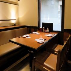 友人とのお食事やデートなどご利用シーンに合わせてお席をご案内させていただきます。