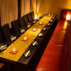 カジュアル過ぎない丁度良い雰囲気で、接待はもちろん、女子会や誕生日、親しい友人との飲み会にもぴったりなお洒落な空間となっております。新宿での各種宴会にぜひご利用ください。【新宿 完全個室 居酒屋 肉寿司 食べ放題 誕生日 記念日 焼肉】