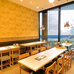 【広々テーブル席】 新規NEW OPENの龍記・ 東京ポートシティ竹芝店は広々テーブル席をご用意しております!1名様~最大70名様まで各種宴会に最適なお席をご用意しております!