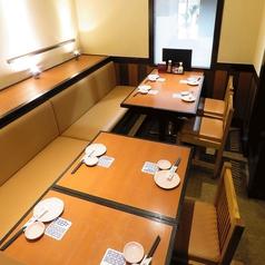 テーブル席はご要望に応じたレイアウトが可能です。靴を脱ぐのはちょっと、、、というお客様にもテーブル席がおすすめです!
