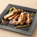 料理メニュー写真昆布〆若鶏の炙り焼き ~柚子こしょうソース~