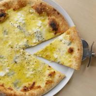 素材に拘る<4種のチーズピッツァ>