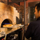 店内には本格石釜が!!当店自慢のローマ風ピザを焼いています♪ニクベジのピザは生地からソースまですべて手作りです。専門のスタッフが500度の高温で一気に焼き上げ!パリッと香ばしいニクベジのピザは、ぜひ一度はお召し上がりいただきたい逸品です。