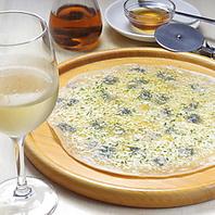 手作りピザと生麺フェットチーネ