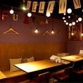 窓際のハイチェアー席☆夜カフェとしてバルとして様々な用途でお使いいただけます♪