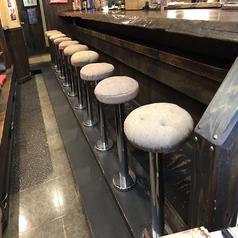 【カウンター×10席】お一人様やカップルにおすすめなカウンター席。調理の風景を楽しんでいただいたり、店主との会話も楽しめる席となっております。