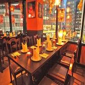 【テーブル席】明治通りを眺めながらのお食事は、いかがですか?