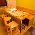 あたたかみのある店内。テーブルも椅子も木のぬくもりを感じられる可愛らしいデザイン♪
