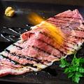 料理メニュー写真肉寿司・白老牛ロース霜降り 1貫