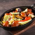 料理メニュー写真肉団子と彩野菜の黒酢炒め