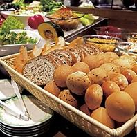 サラダバー&パン食べ放題