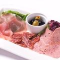 料理メニュー写真イタリアのハムの盛り合わせ