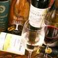 魅力的な料理でプチ贅沢な飲み会をお愉しみください♪ワインやカクテル、サワーなどドリンクも種類豊富に取り揃えておりますので、お好みの一杯を当店自慢のお食事とご一緒にご賞味くださいませ。飲み放題付コースに追加料金で厳選日本酒や焼酎付きのプレミアム飲み放題にグレードアップも可能です◎