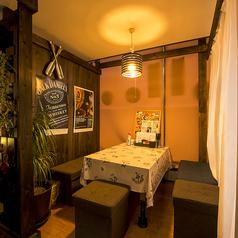 半個室のお座敷10席ご用意しております。女子会や各種宴会など様々な用途でご利用できる人気なお席となっております。