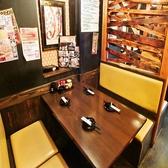 【1Fテーブル席】4名までOK!広々としたテーブル席は、仕事帰りのサク飲みにも◎