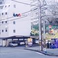 町田駅南交差点のすぐ東側にホテルラポール千寿閣はございます。