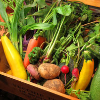 実家で育てた有機野菜を中心とした、手間暇かけたお料理