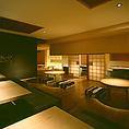 茶室のにじり口のような入り口からはいる和みの完全個室。掘りごたつかつソファというのも楽しい。最大16名様までOKで、ご宴会からご接待まで使い方は様々。