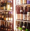 全国の厳選の地酒40種類。田酒や磯自慢、獺祭など定番メニューから人気の銘柄まで厳選したラインナップ。世界各国のワインの種類も40種類♪フランスやスペイン等の種類豊富です。ショーケースの前でお酒を選んでいただくことが出来る為、お酒好きの方にはワクワクしていただけるはずです♪