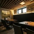 店舗奥に広がるテーブルタイプの個室です。人数に合わせて空間を仕切ることができます。