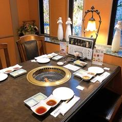 お店1階にあるテーブル席。お気軽なお食事にご利用下さい。