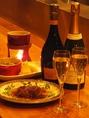 お好みの一杯探しにはカウンター席がおすすめ。JSA認定のソムリエが豊富なワインの中からお選びします。