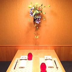 接待やご家族でのお食事にもお勧めのテーブル席