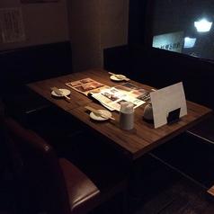 当店自慢のお食事をごゆっくりお愉しみいただけるテーブル席は当日のご利用におすすめです。自慢の山麓鶏や炊き立て釜飯など至極の和食を存分にお愉しみください。(たまプラーザ・居酒屋・個室・焼き鳥・飲み放題・宴会)※店内写真はイメージ写真を使用しています。